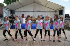 Ice Angels tanzen bei traditionellem Weinfest